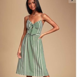 NWOT Lulu's front tie midi dress